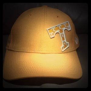 🍊New Era UT fitted curved bill hat🍊